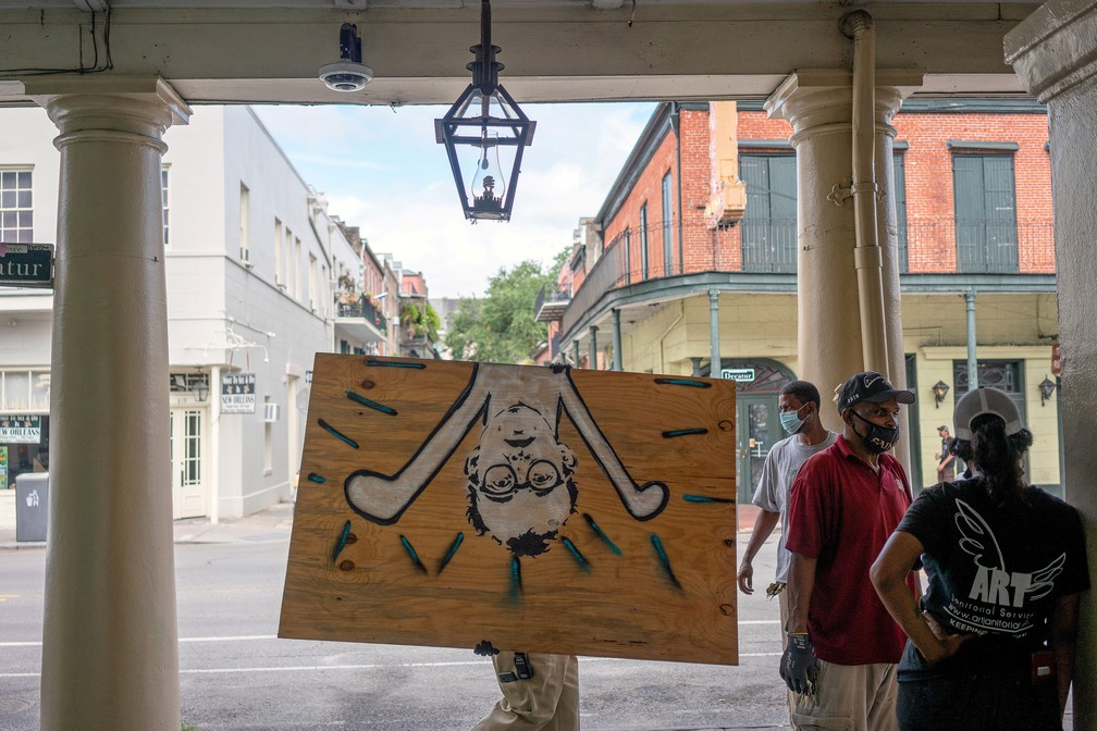 14 de setembro - Moradores de Nova Orleans se preparam para a chegada da tempestade tropical Sally — Foto: Kathleen Flynn/Reuters