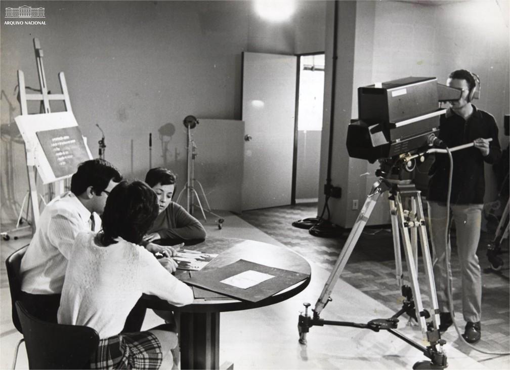 Profissionais da TV Educativa, em agosto de 1970 — Foto: Arquivo Nacional