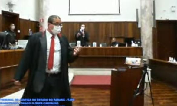 'Estou cagando se o senhor está se ofendendo', diz promotor a advogado durante júri em Curitiba