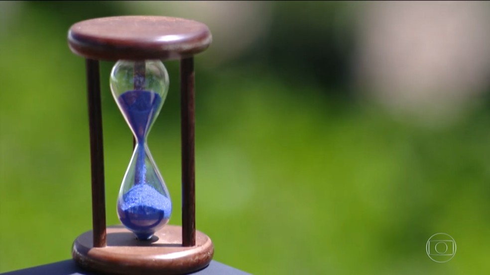 Ampulheta mostra passagem do tempo — Foto: TV Globo/ Reprodução
