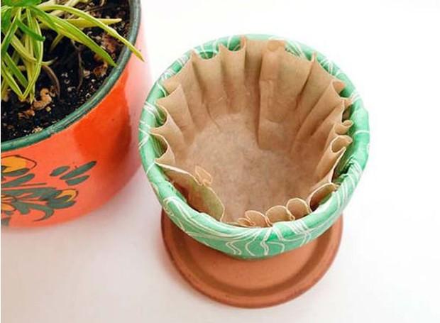 Os filtros facilitam com que a água seja drenada (Foto: Balcony Garden Web/ Reprodução)