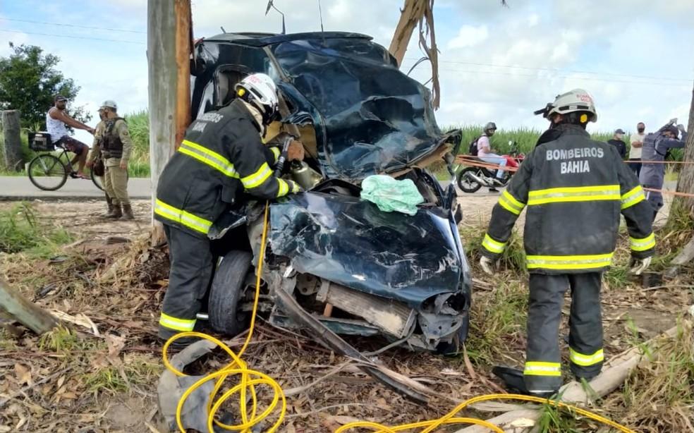 Vítima ficou presa às ferragens e foi encontrada sem vida  — Foto: Divulgação/Corpo de Bombeiros