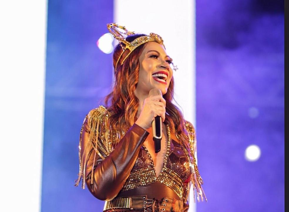 Solange Almeida se apresentou neste domingo (9), no Parque do Povo, em Campina Grande — Foto: Felipe Gomes/Medow Entertainment