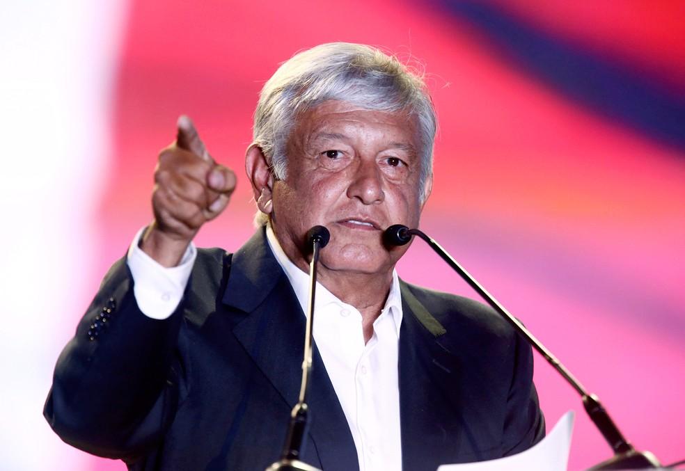 Andrés Manuel López Obrador, de 64 anos, faz campanha para eleição presidencial no México em estádio na capital (Foto: Edgard Garrido/Reuters)
