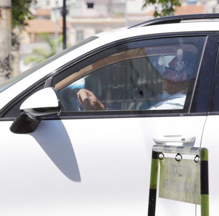 Juiz foi flagrado usando o carro de Eike Batista que estava apreendido