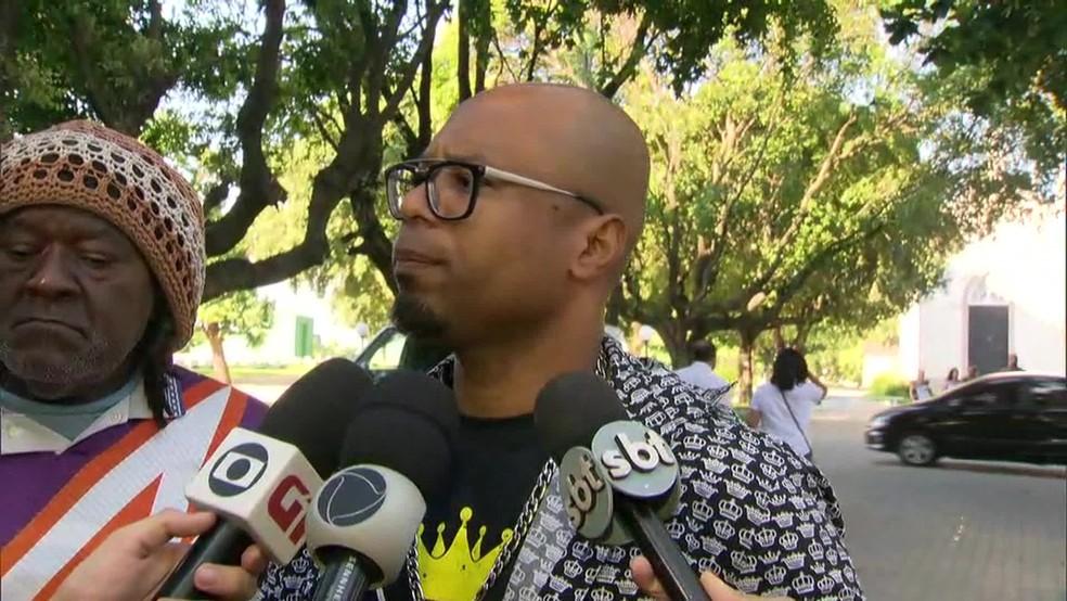 Bucheca comparece ao enterro de Sapão — Foto: Reprodução/TV Globo
