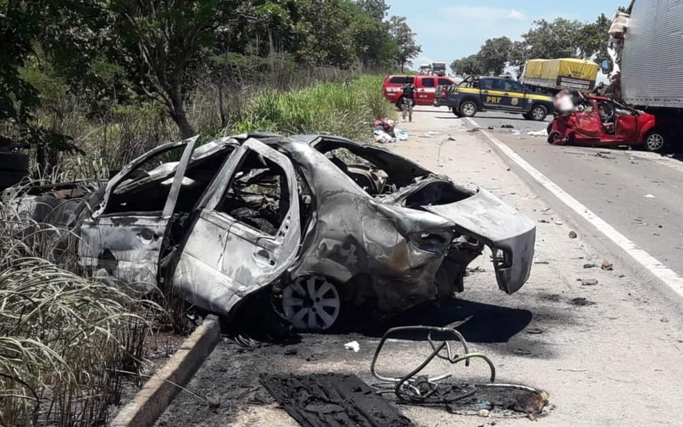 Todos passageiros do Siena morreram no acidente — Foto: Divulgação/Corpo de Bombeiros