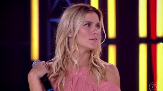 Carolina Dieckmann ataca de rapper e toca ukulele no 'Adnight Show'