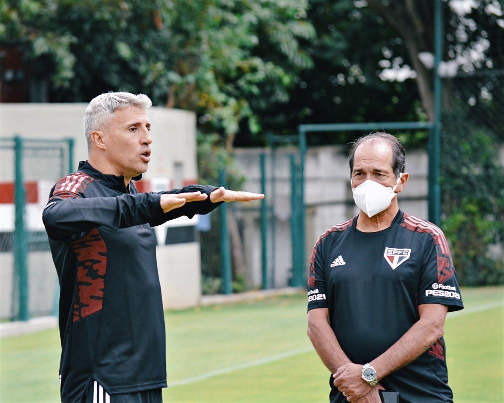 Hernan Crespo e Muricy Ramalho no treino do São Paulo de sexta — Foto: Fellipe Lucena/saopaulofc