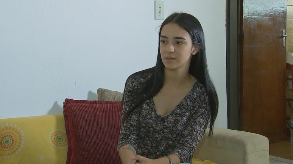 Dajna, mãe da criança, está no Brasil e quer reaver a guarda da criança (Foto: Reprodução/TV TEM)