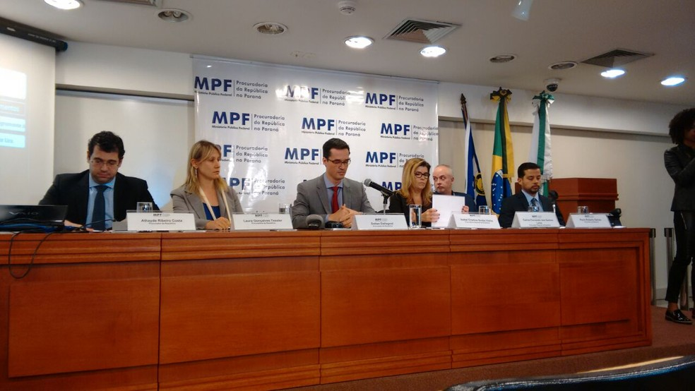 Força-tarefa da Lava Jato em Curitiba é comandada pelo procurador da República Deltan Dallagnol (ao centro) (Foto: Erick Gimenes)