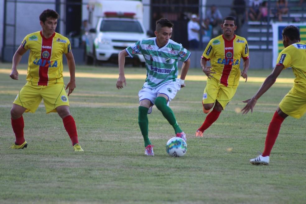 Apresentado pelo Altos em 2015, Esquerdinha ganhou projeção no clube após quatro temporadas (Foto: Stephanie Pacheco)