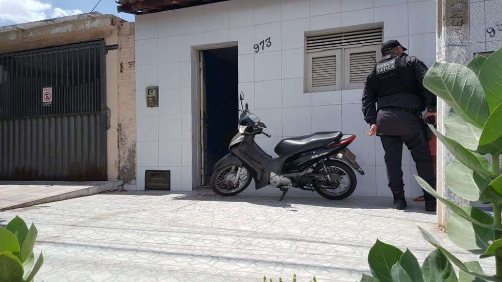 Crime aconteceu na manhã desta quinta-feira (12) em Mossoró — Foto: Sara Cardoso/Inter TV Costa Branca