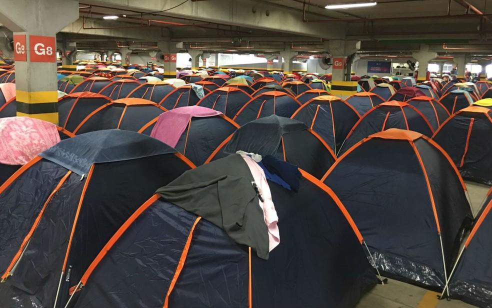 Milhares de barracas estão alocadas no estacionamento da Arena Fonte Nova para a Campus Party (Foto: Itana Alencar/G1 BA)