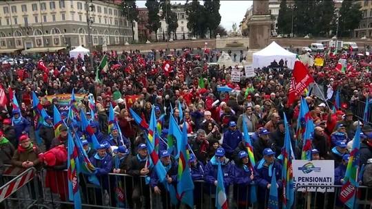 Milhares vão às ruas em Roma em protesto contra neofascismo