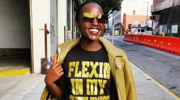 A atriz de sucesso Lupita Nyong'o abraçou a causa da Flexin' In My Complexion (Foto: Divulgação)