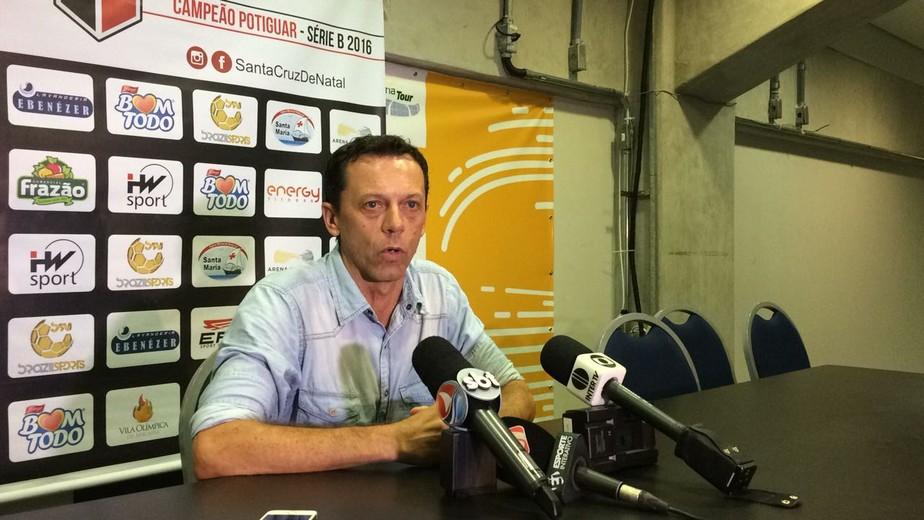 América-RN procura Fernando Tonet, mas técnico fica no Santa Cruz de Natal