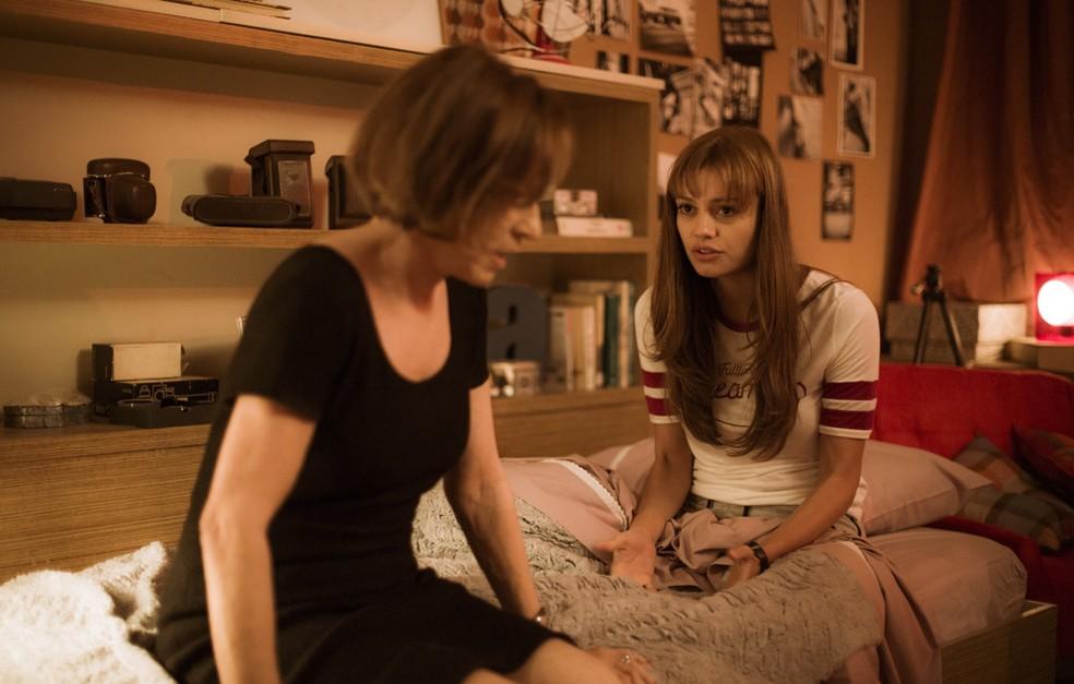 Kiki decide conversar novamente com a filha e afirma temer pela felicidade dela. Ela se preocupa com os julgamentos da sociedade (Foto: Raphael Dias/Gshow)