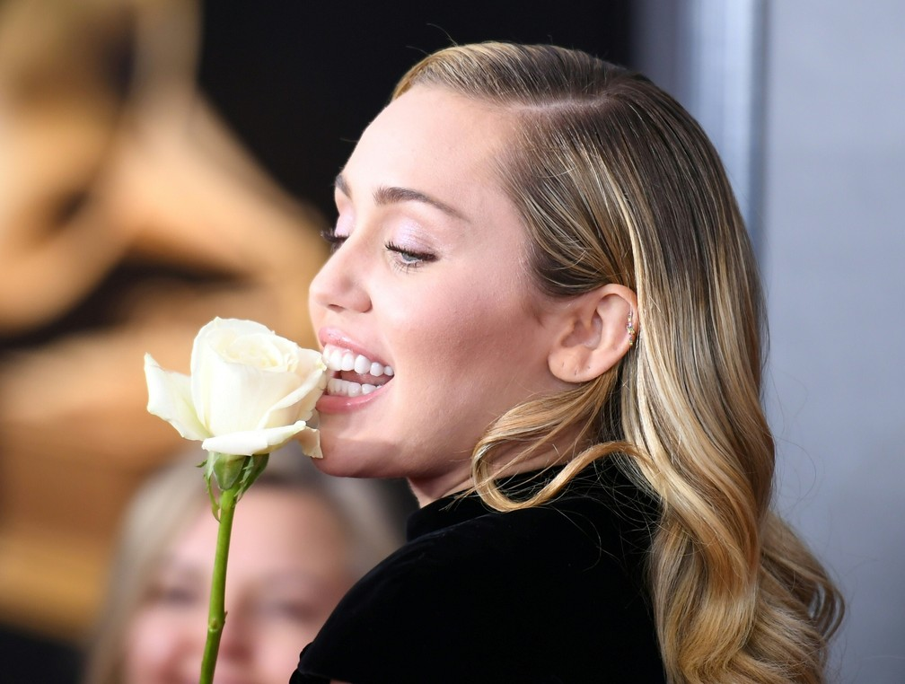Miley Cyrus chega ao Grammy 2018 (Foto: ANGELA WEISS / AFP)