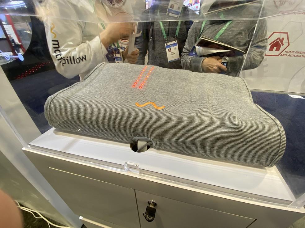 Travesseiro que ajuda a reduzir o ronco apresentado na CES 2020 — Foto: Thiago Lavado/G1