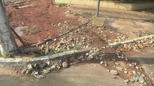 Após chuva e alagamento, estragos em teatro e avenida de Piracicaba permanecem sem manutenção