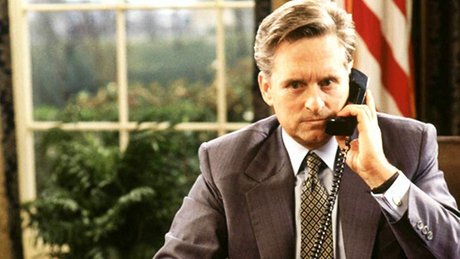 O ator Michael Douglas em cena de Meu Querido Presidente (1995) (Foto: Reprodução)