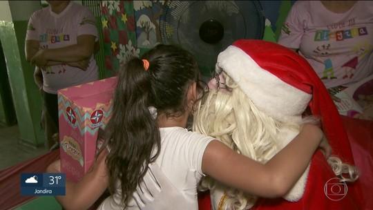 Moradores do Itaim Paulista distribuem quase mil presentes para crianças da Zona Leste de SP