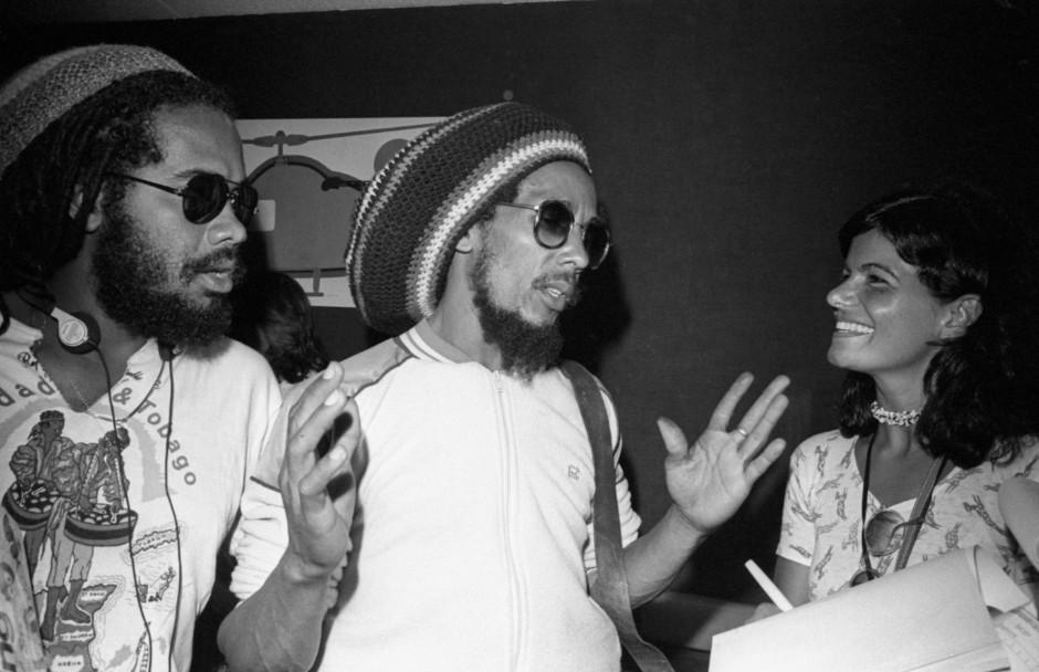 O astro do reggae dá entrevista ao chegar no Aeroporto Santos Dumont, no Rio