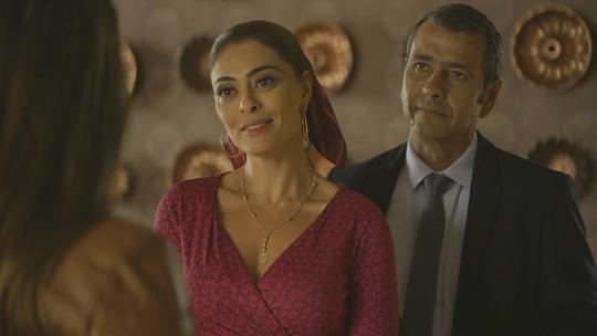 Maria da Paz expulsa Fabiana da fábrica, e público comemora; reveja a cena