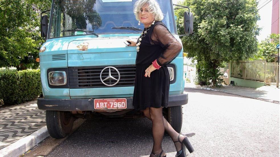1 - Há seis meses, ela pede para ser chamada pelo nome feminino, escolhido em homenagem à deusa grega Afrodite — Foto: Alair Ribeiro/BBC Brasil