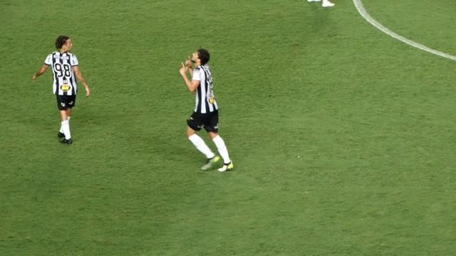 Igor Rabello comemorou, mas o gol acabou anulado