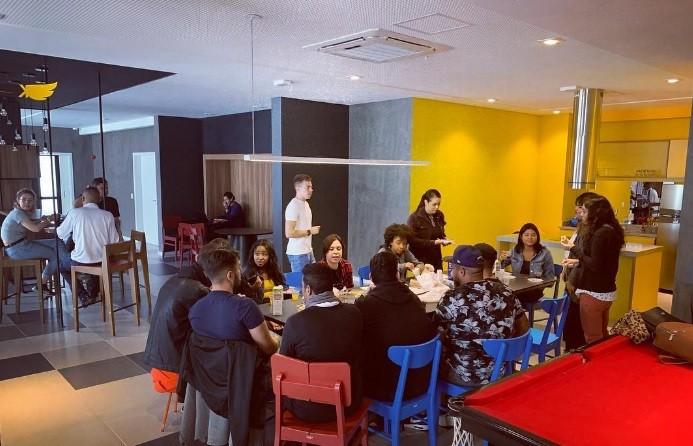 Cozinha compartilhada do Projeto Kasa 99 (Foto: Divulgação)