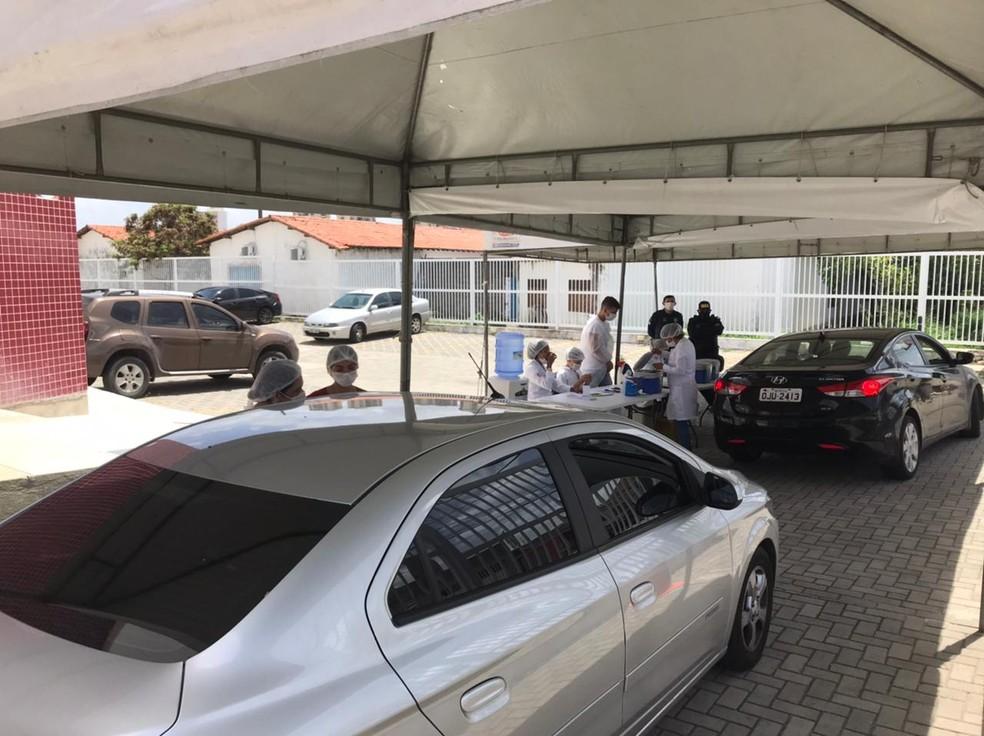 Ponto de drive-thru montado na OAB, em Natal, passa a atender idosos e profissionais de saúde. — Foto: Bruno Ranieri/Cedida