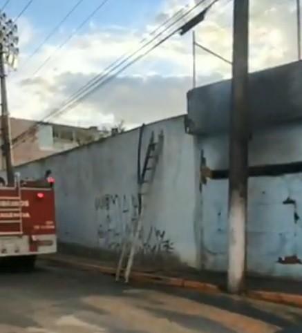 Incêndio em depósito do estádio 'Penidão' mobiliza bombeiros em Aparecida - Notícias - Plantão Diário