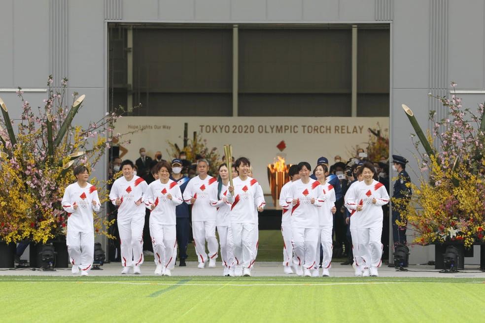 Começa revezamento da tocha no Japão — Foto: Getty