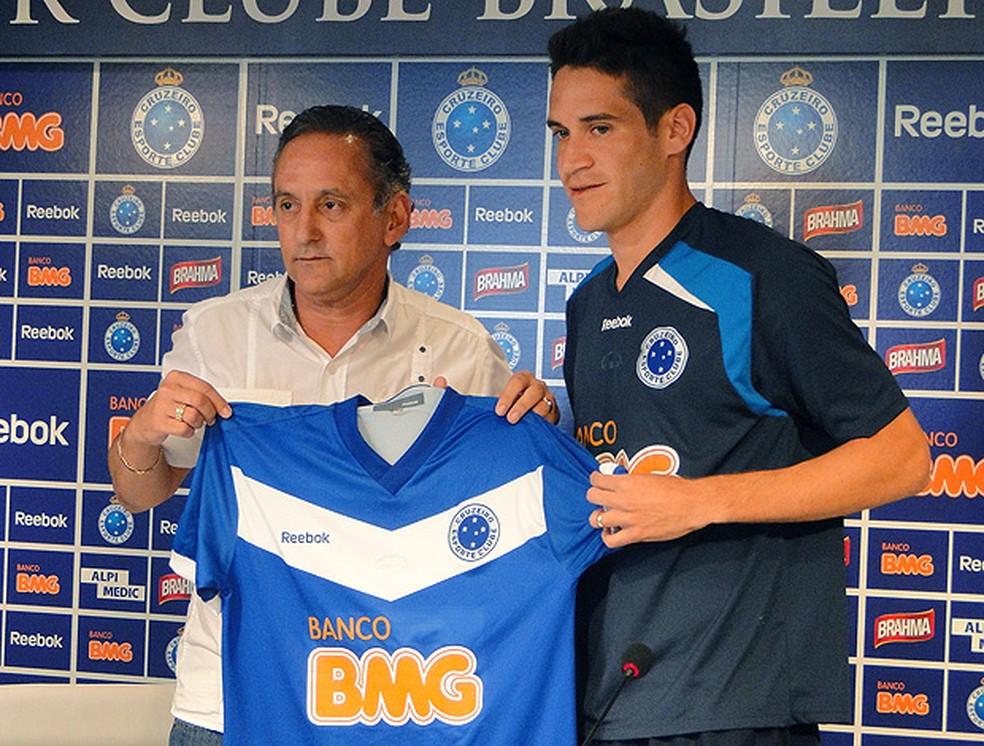 Marcelo Oliveira em sua apresentação no Cruzeiro — Foto: Marco Astoni / ge