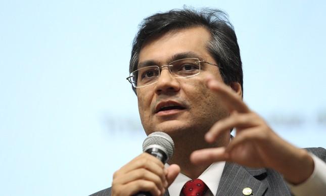 Flávio Dino durante seminário da Embratur em Brasília