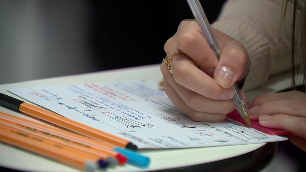 Projeto de lei orçamentária prevê corte de R$ 4,2 bilhões no orçamento do MEC. — Foto: Reprodução/RBS TV