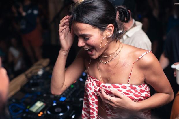 Bruna Marquezine requebra em pista de pista de dança (Foto: Gabriel Siqueira)