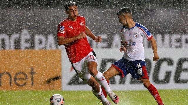 Chuva apertou em Bahia x Independiente