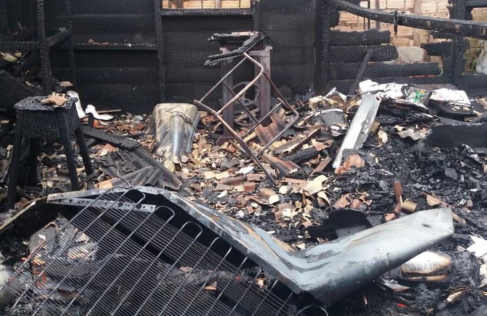 -  Casa ficou destruída após o incêndio no bairro Prainha em Santarém  Foto: Divulgação/Corpo de Bombeiros