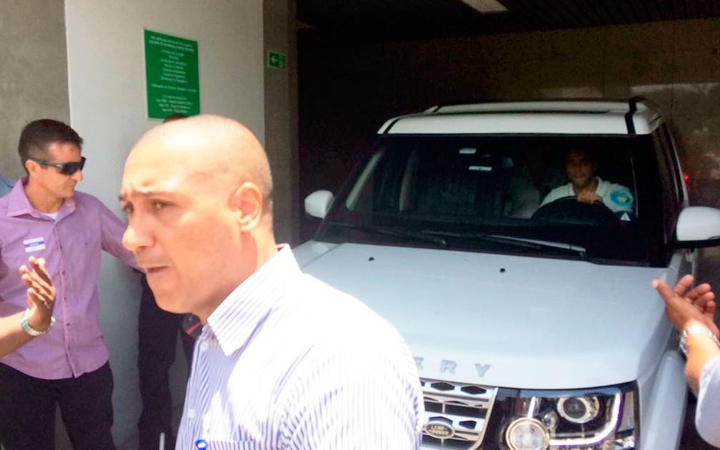 ivete 01 - Quatro dias após parto de gêmeas, Ivete Sangalo deixa hospital em Salvador: 'Estão ótimas, cheias de saúde', diz cantora