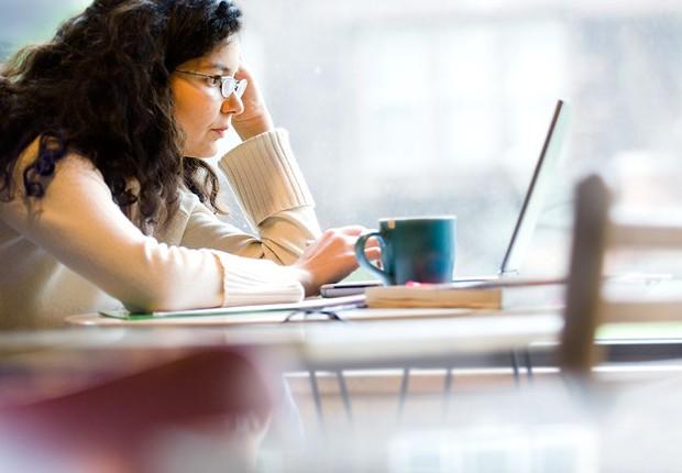 Ensino à distância ; cursos online ; educação ; carreira ; home office ; trabalhar em casa ; internet ; laptop ; usar computador ;  (Foto: Pexels)