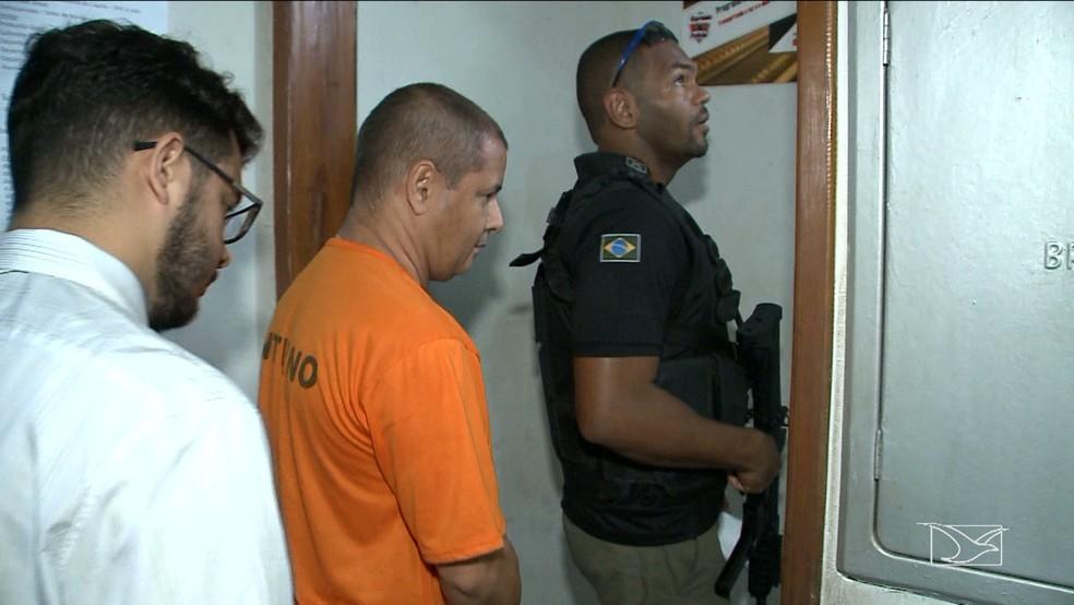 Esta é a segunda vez que Mariano Júnior presta depoimento para Polícia Civil. (Foto: Reprodução/TV Mirante)