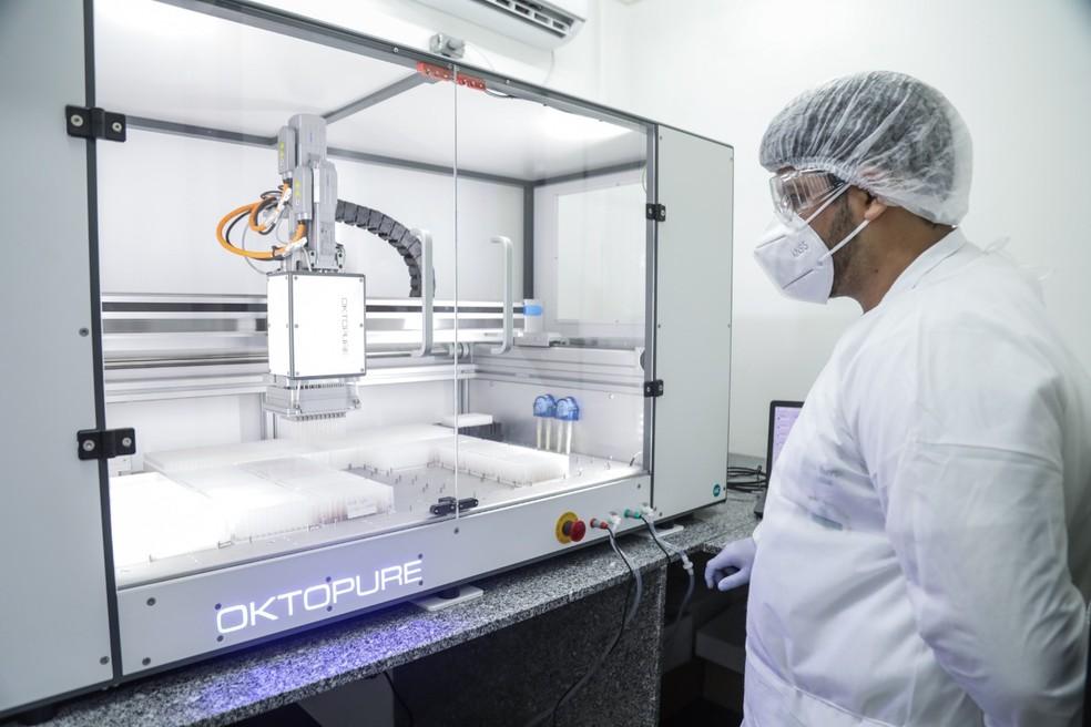 Testes de coronavírus são realizados no Laboratório Central de Pernambuco — Foto: Diego Nigro/Governo de Pernambuco/Divulgação