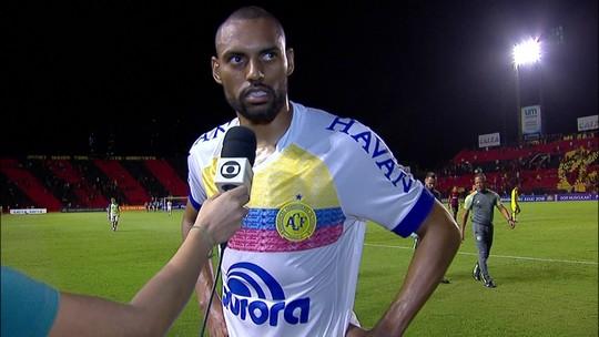 Douglas lamenta gol do Sport no fim, mas exalta atuação da Chapecoense
