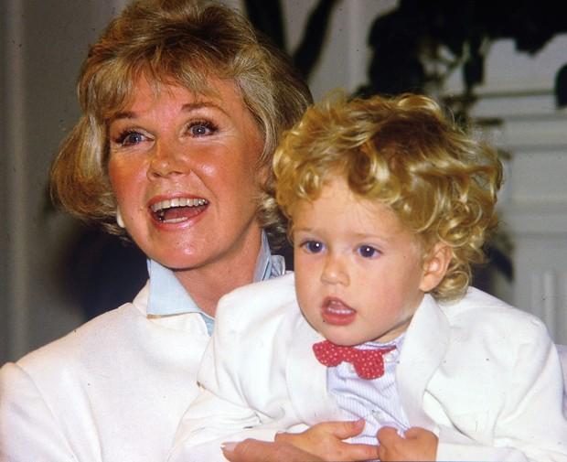 Doris Day e o neto Ryan Melcher, aos 4 anos, em 1985 (Foto: Getty Images)