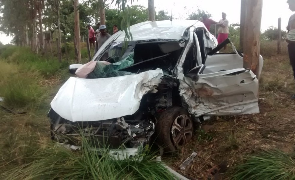 Acidente em Vitória do Mearim deixou a parte frontal do veículo destruída — Foto: Divulgação