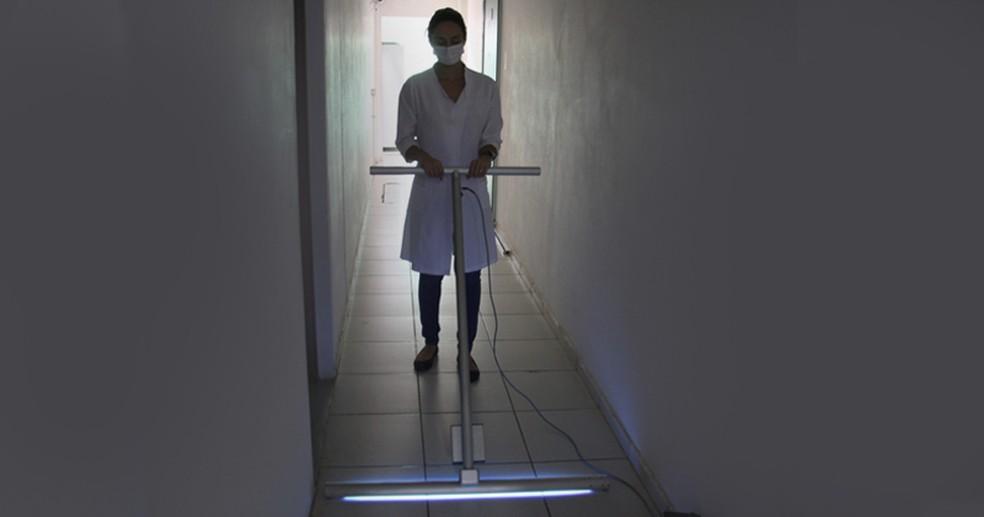 Rodo UV-C da USP é usado em hospitais para esterilizar o chão — Foto: Divulgação/USP