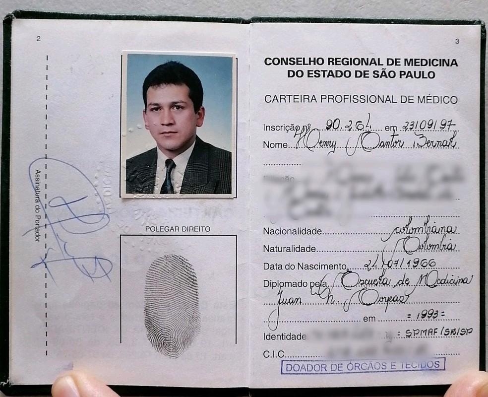 Carteira de inscrição do verdadeiro médico no Conselho Regional de Medicina de SP. — Foto: G1 Santos
